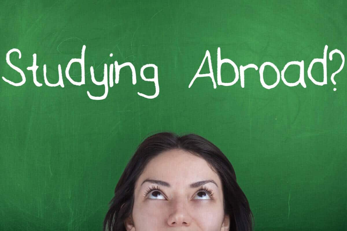advantages to studying abroad The disadvantages of study abroad posted by brianna weidman on february 13, 2018 in study abroad as you begin planning for your study abroad venture, it's only natural to anticipate the most glamorous aspects of your trip.